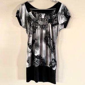 Buckle B&W Top Size Small